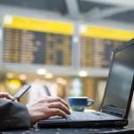 ¿Se pueden cargar aparatos electrónicos en el aeropuerto?