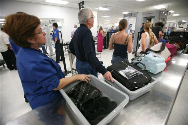 pasar el control de seguridad del aeropuerto