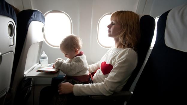 a qué edad pueden viajar los bebés en avión