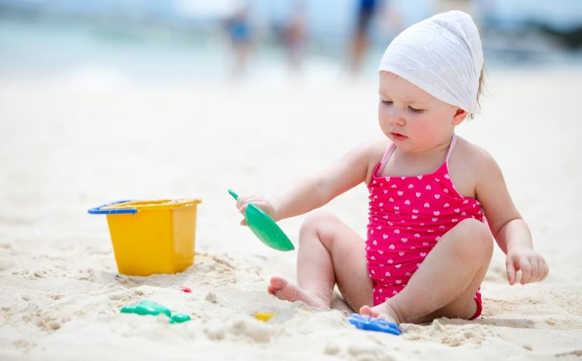 vacaciones de playa con bebés