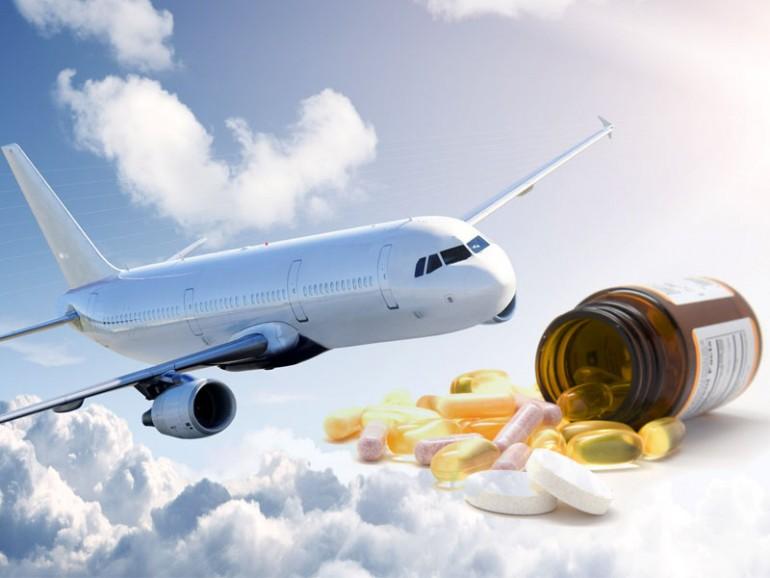 se pueden llevar medicamentos en el avión