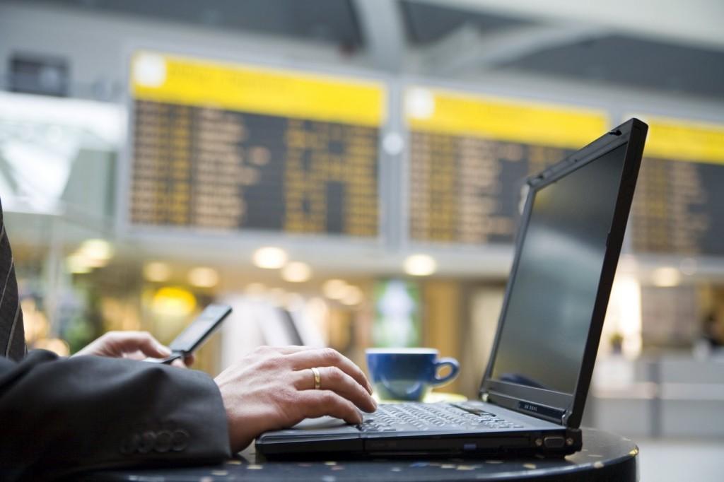Cargar aparatos electrónicos en el aeropuerto