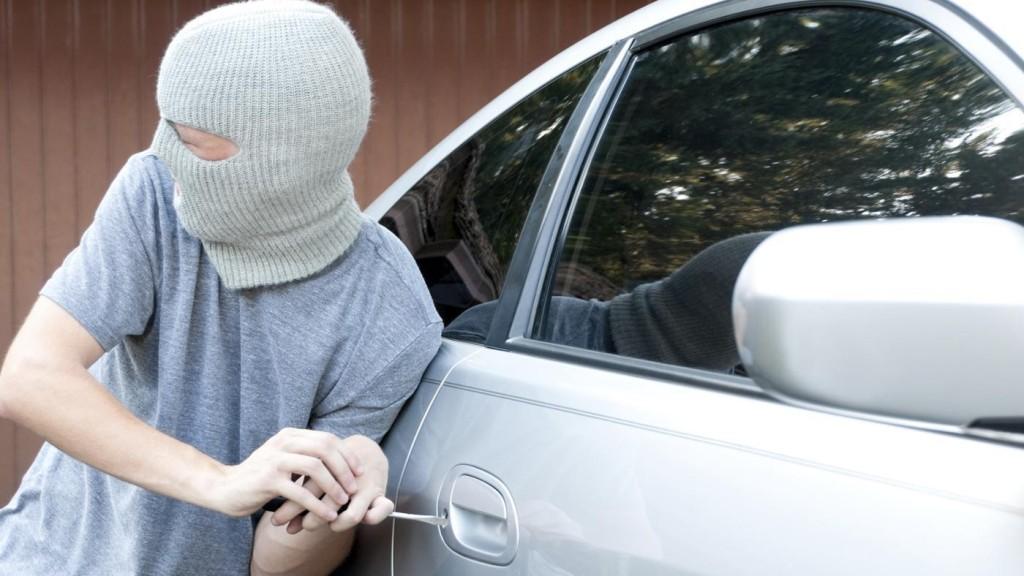 evitar el robo de tu coche en vacaciones