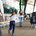 ¿Cuál es la edad mínima para que un niño viaje solo en avión?
