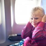 Cómo evitar que a tus hijos les duelan los oídos en el avión