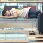 ¿Cómo dormir en un aeropuerto?